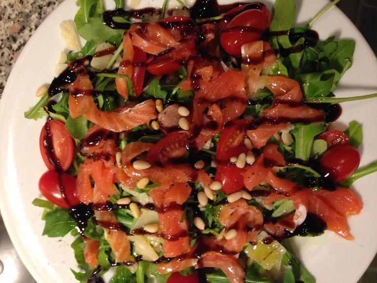 Салат с семгой.