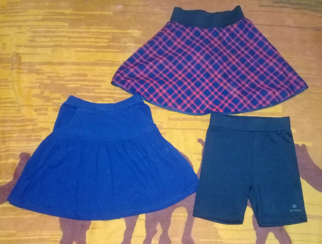 Юбочки и короткие бриджики для девочки.