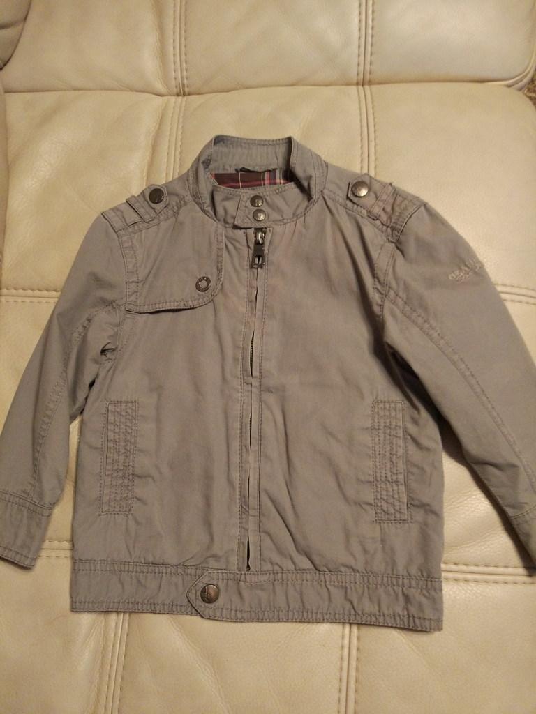 Куртка серая 94(3г.)