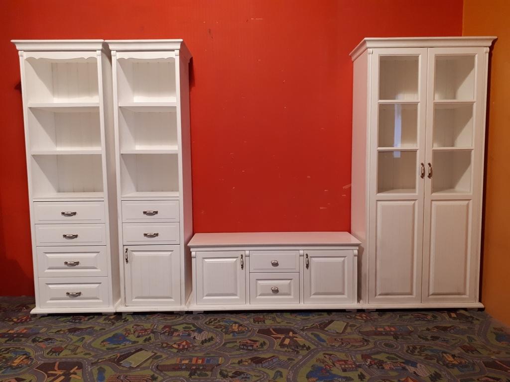 Комплект мебели. можно по отдельности.
