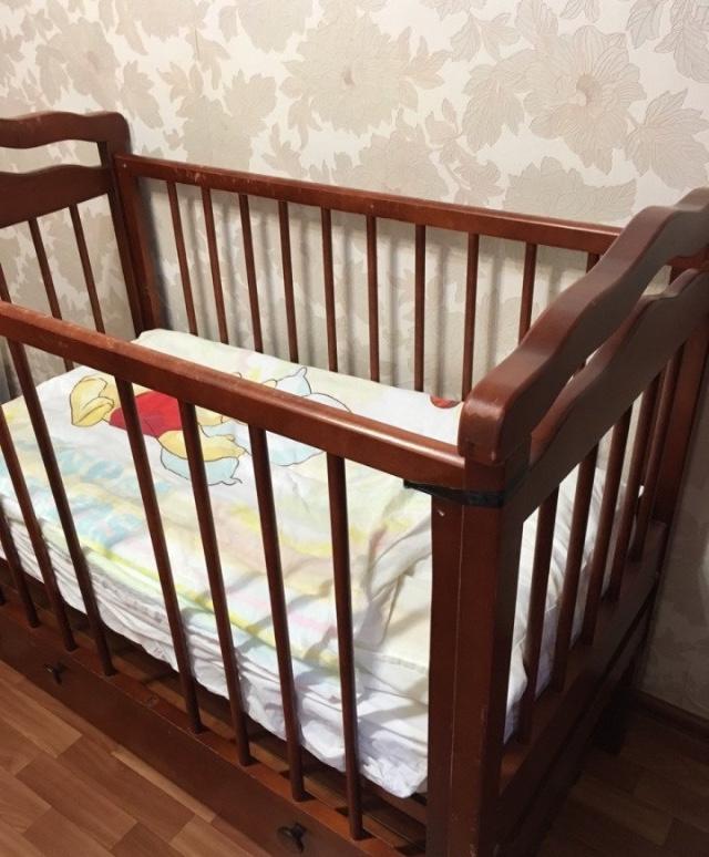 Детская кровать-маятник, натуральный массив