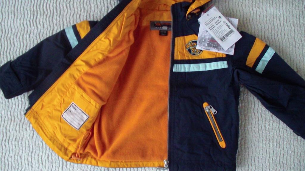 Куртка (ветровка) на флисе новая на 2-3 года