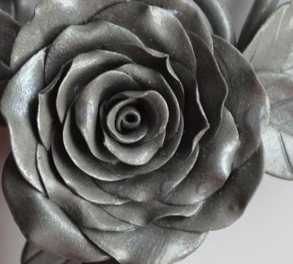 серебристые розы фото нам