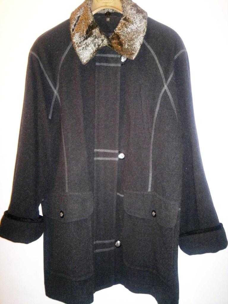 Пальто женское из шерсти бренд C&A !!!