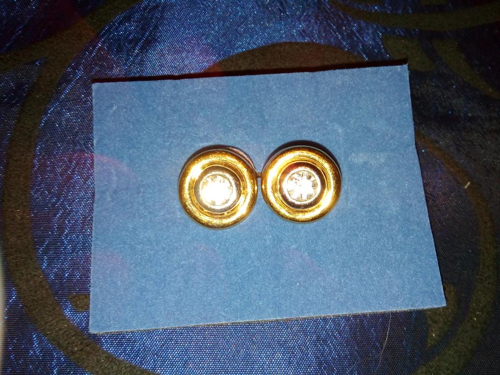 Серьги гвоздики новые круглые с камнем