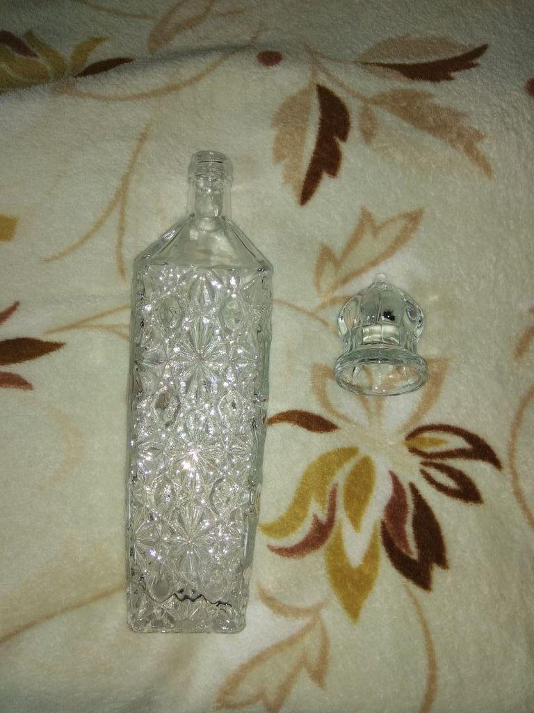 Бутылка -сосуд для подачи спиртных напитков (водки