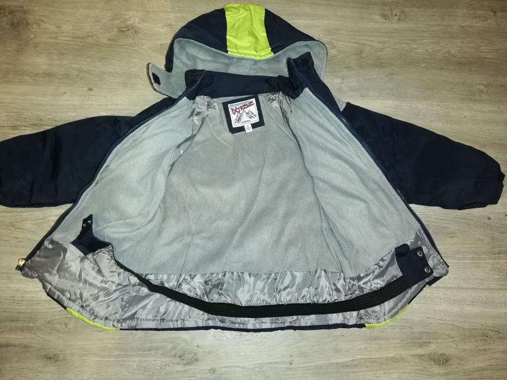Куртка тёплая на флисе, есть капюшон.. Р. 116, цве