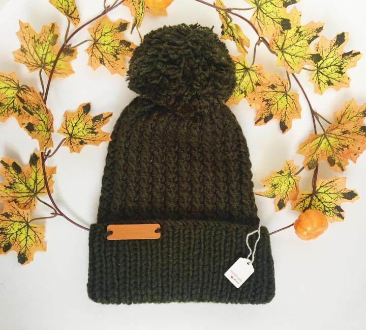 Теплая шапочка с помпоном