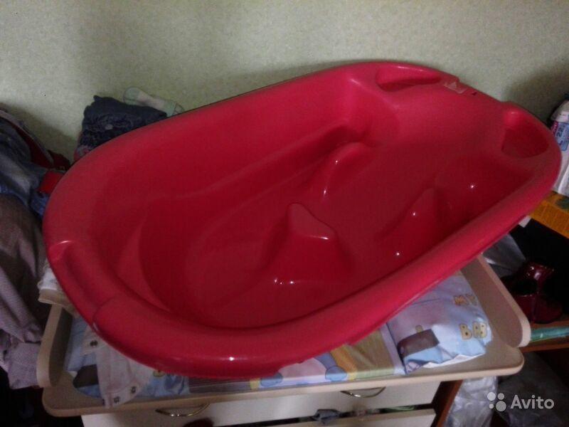 Ванночка, сидение в ванную и круг на шею.