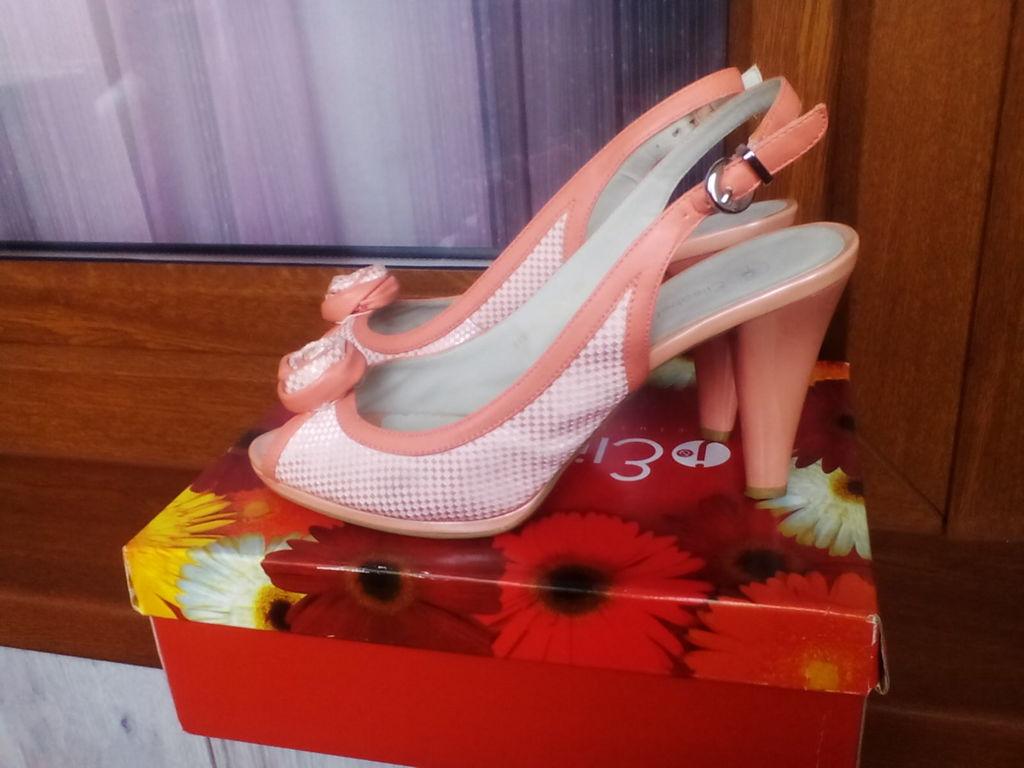 Красивые открытые туфли 39 Elisabeth