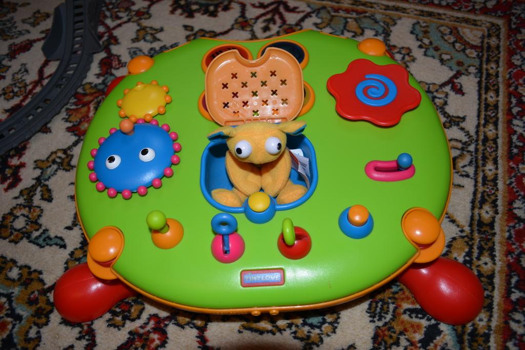 столик развивающий Tiny Love