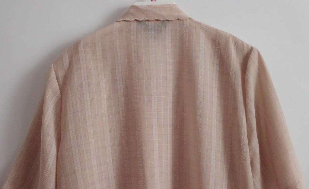 Блузка бежевая тонкая - р.56-58 ог 128 см