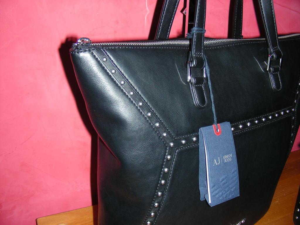 Купить Средние сумки Armani Jeans Новая и resale женская