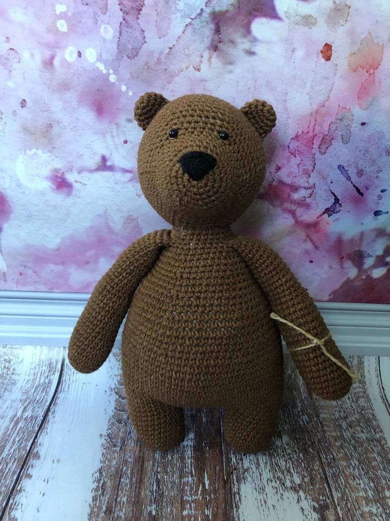 Вязаный медведь с плюшевым сердцем