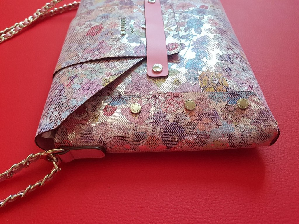 Новая яркая кожаная сумка конверт Италия оригинал