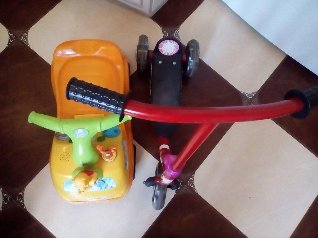 Машина каталка толкалка самокат 3 кол детский стол