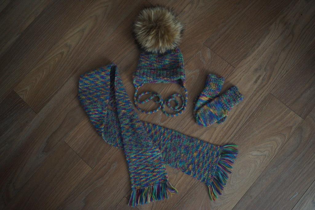 Комплект(шапочка, шарф и варьки) шерсть с шелком