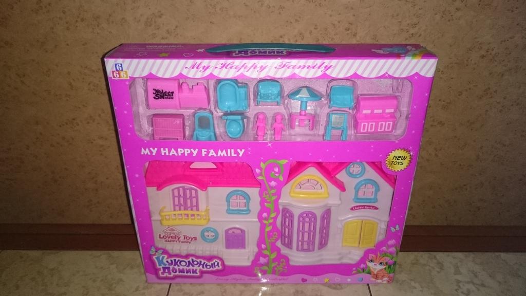 Новый кукольный домик с аксессуарами.