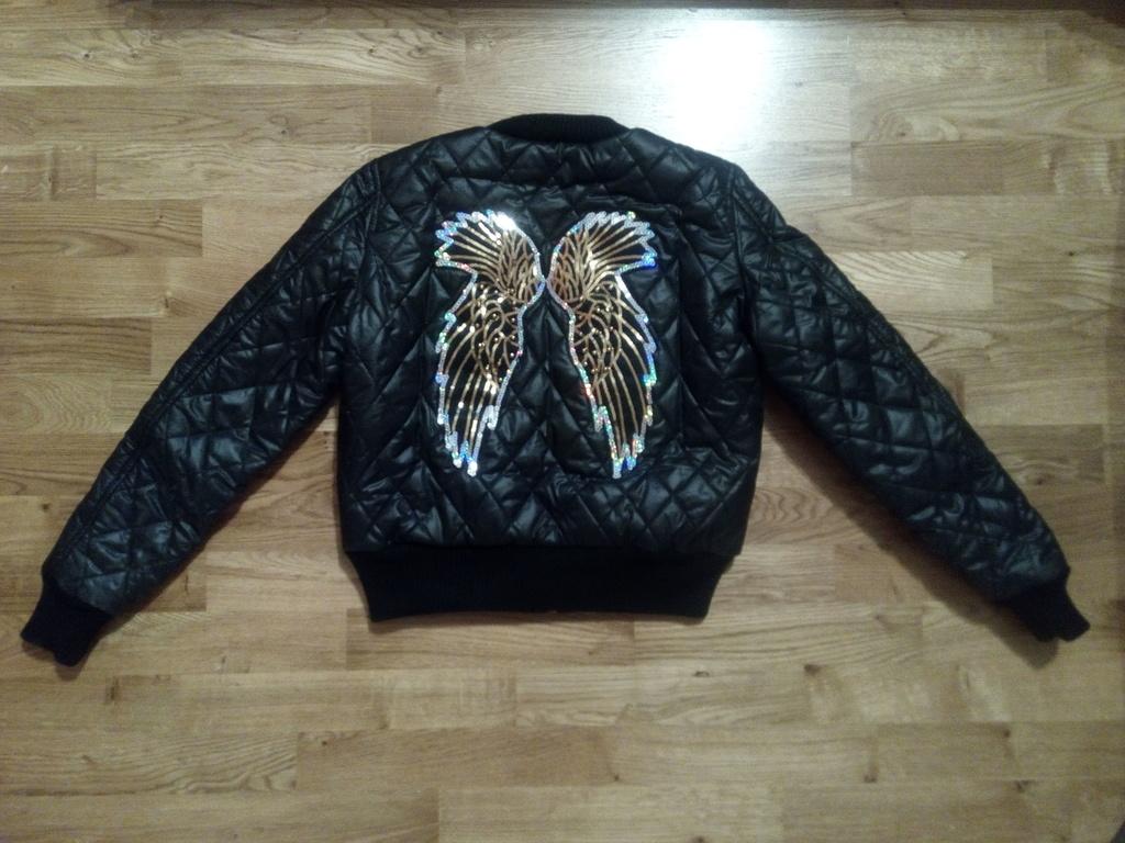 Красивая куртка бомбер новая