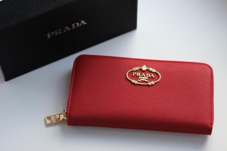 4) Женский кошелек DKNY Материал  Натуральная кожа saffiano Цвет  черный,  красный, фиолетовый, синий, бежевый Цена  1990 9b57dd76092