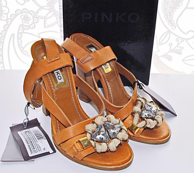 35be16b7d769 Кожаные туфли с открытой пяткой, каблук устойчивый, высота 7 см. Цвет  угольно черный. Размер: 36, 37. Цена: 17000р. 6800р.