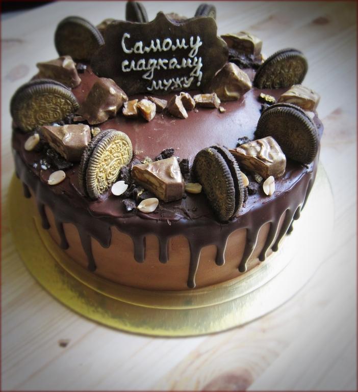 Выбирая, как украсить торт, я учитываю предпочтения именинника.