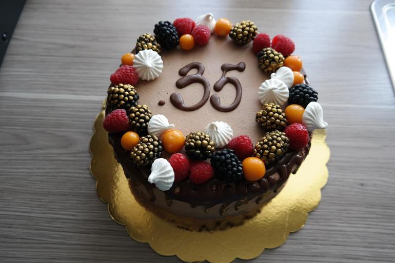 Как украсить торт для мужа