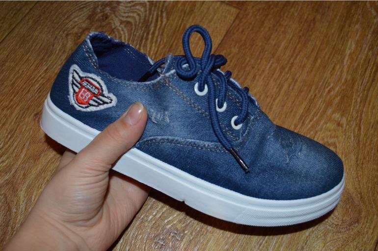 707df10f4 Кеды джинсовые, марк. 37 (реально подойдут на 36), потерян 1 шнурок. Цена  350 руб.