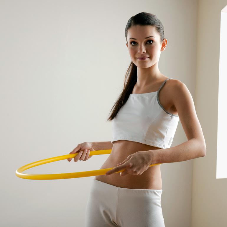 Похудеть Живот С Обручем. Сколько крутить обруч, чтобы убрать живот и бока: эффективные упражнения для талии