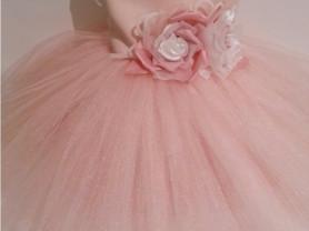 Пышное платье на шнуровке.