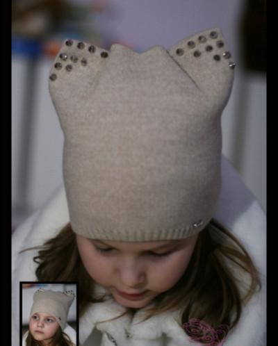 Вязаная шапка с шипами и ушками (весна/осень)