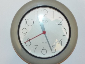 Часы герметичные настенные Happy