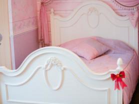 Спальня для девочки из америки ( массив дерева)