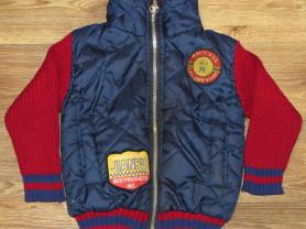 Куртка на мальчика спортивная.