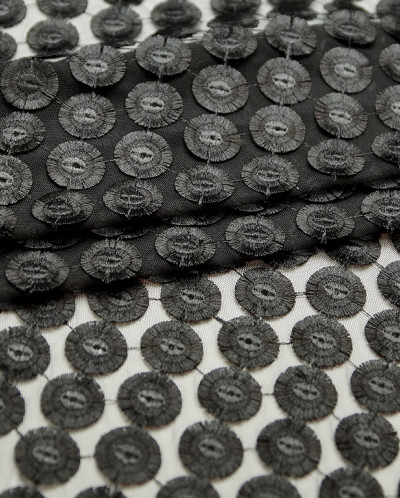 Кружево черного цвета, круги на сетке