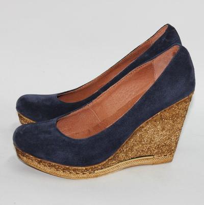 Замшевые туфли на платформе.