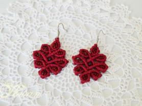 Небольшие серьги макраме. Красный цветок.
