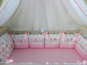 Бортики в кроватку для девочки.
