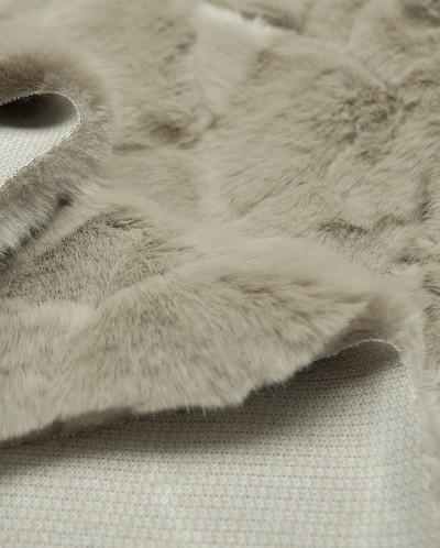 Искусственный мех с удлиненным ворсом серебристого цвета