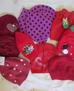 шапки одинарные в красном