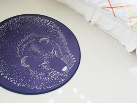 Фиолетовый ковер с рисунком Bear 100 х 100 см