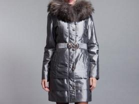 Пальто новое демисезонное с мехом и капюшоном