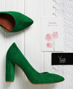 Туфли из велюра оттенка зеленый луг.