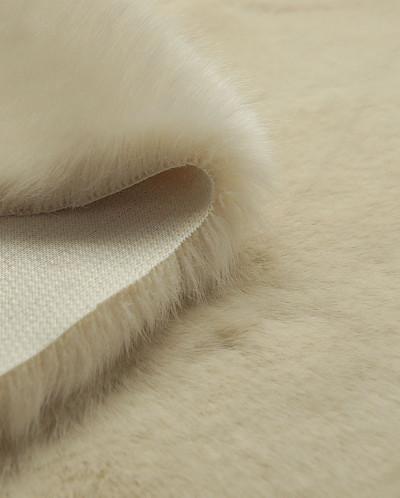 Искусственный мех с длинным ворсом ванильного цвета