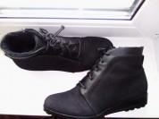Ботинки демисезонные 38 р-р(внутри меховые)