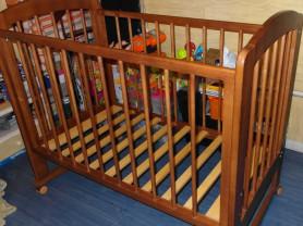 Кровать детская на колесах