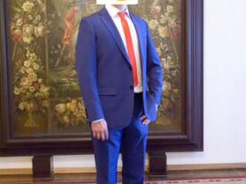костюм мужской,в отличном состоянии,размер 48-50.