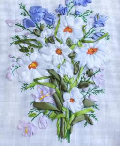 Ромашки и колокольчики - вышивка лентами