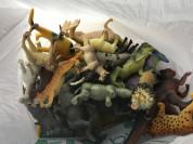резиновые и пластиковые животные и динозавры