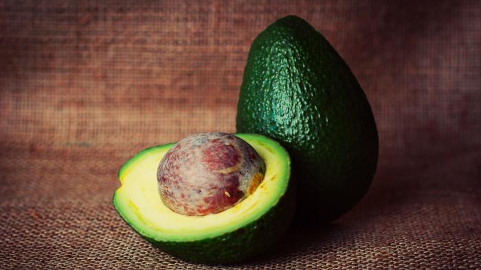 Салат с заправкой из авокадо